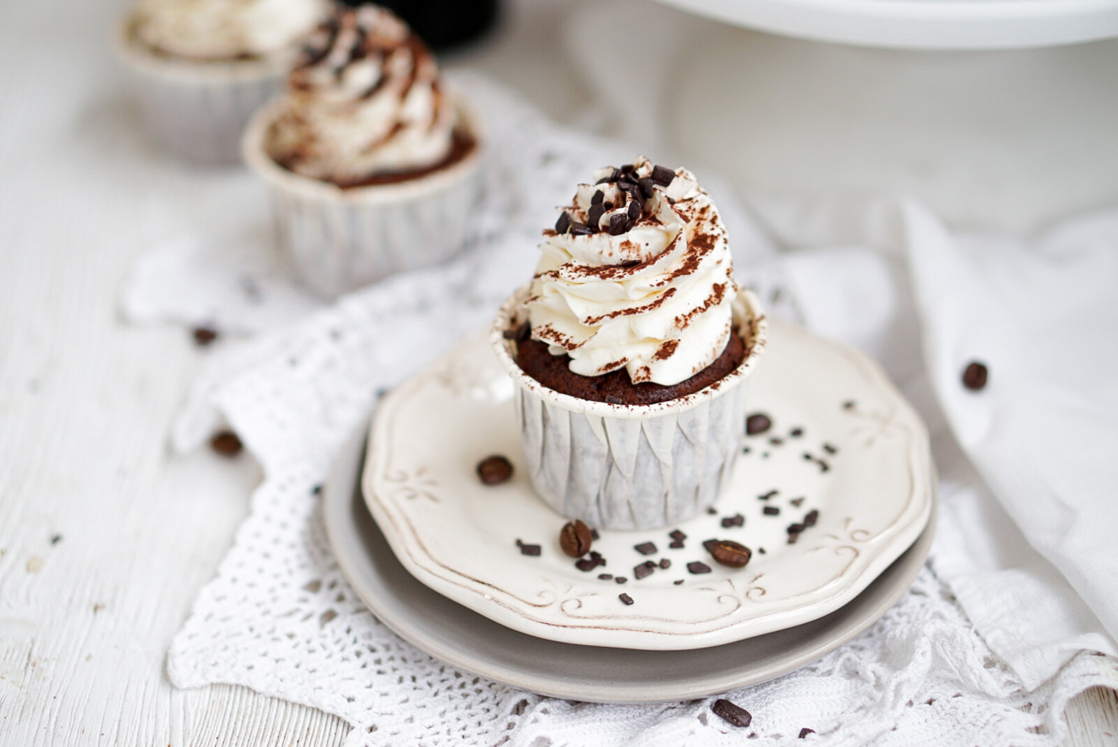 Шоколадные капкейки Бейлиз и взбитый ганаш на белом шоколаде – Mary Bakery